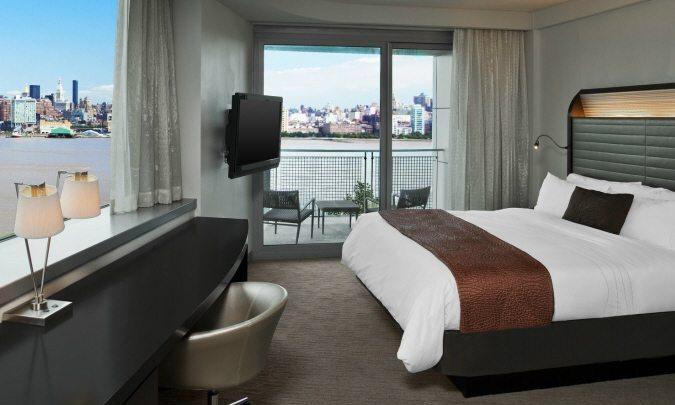 w_hotel_near_jersey_view_of_manhattan